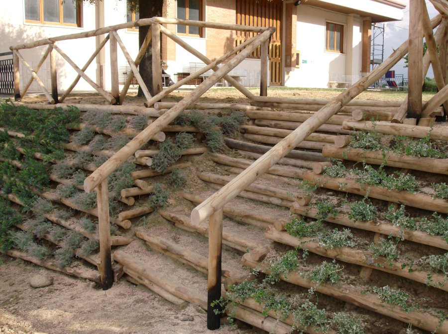 Papa cesare al servizio del tuo giardino for Arredo giardino legno